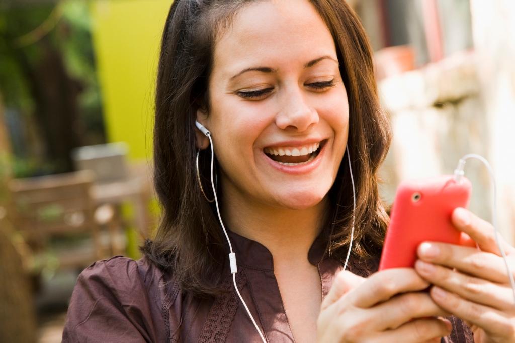 woman using iPod